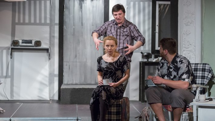 Privește înapoi cu mânie și înainte cu bucurie, la Merlin!
