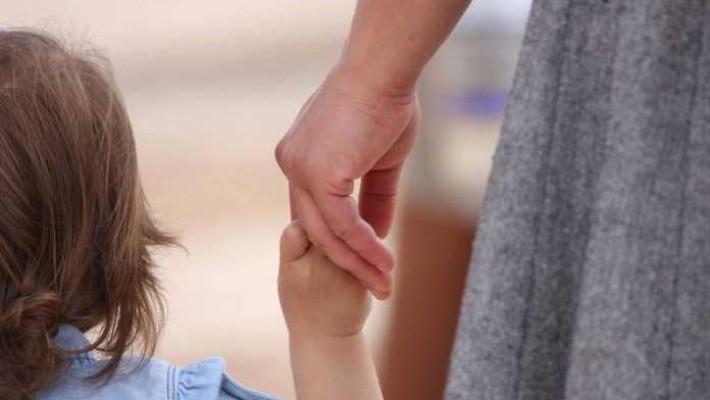 Plafonul de 3400 de lei pentru indemnizaţia de creştere a copilului a fost eliminat