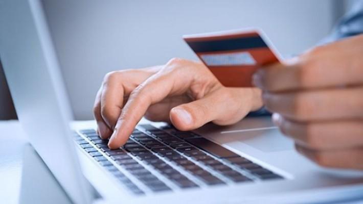 Taxele pentru pașapoarte, permise auto și numere de înmatriculare pot fi plătite de acasă
