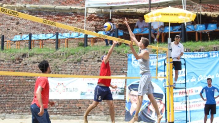 UVT a dominat podiumul la Campionatul Universitar de Volei pe Plajă