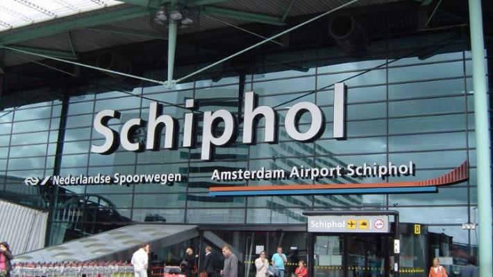 Controale pe un aeroportul Schiphol din Olanda