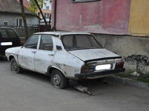 Sute de mașini abandonate pe străzile Timișoarei au fost ridicate