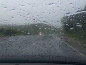 Recomandări ale polițiștilor pentru circulația pe timp ploios