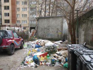 Poliția Locală atenționează asociațiile de proprietari să păstreze curățenia în perimetrul imobilelor